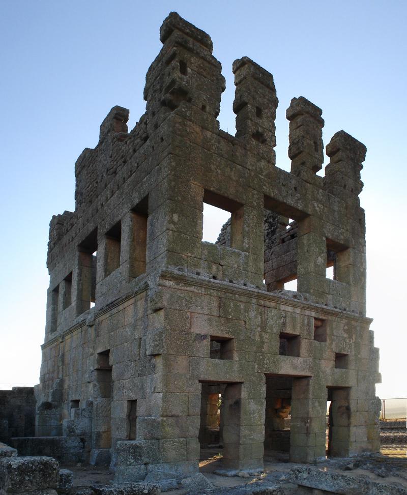 Turismo fora dos centros: Castelo Centocelas - Imagem de Wikipedia