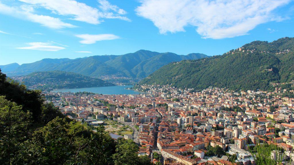 Vista aérea da Cidade de Como na Itália