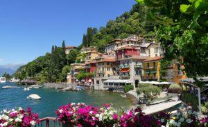 Belas paisagens em meio a lindas casas em Como na Itália