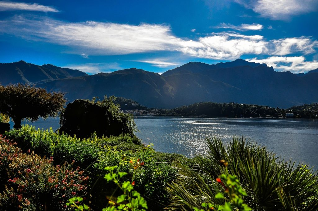 Paisagem de tirar o fôlego no lago de Como