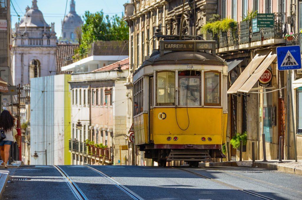 O elétrico, circula entre as regiões mais centrais de Lisboa