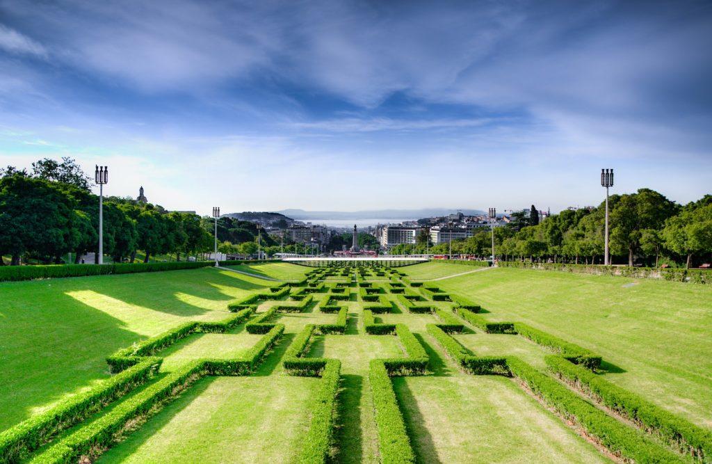 Jardim central no Parque Eduardo VII, nas proximidades da Av Liberdade e estátua do Marquês de Pombal. Ótima região para morar em Lisboa.