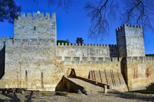 Interior do Castelo de São Jorge, visita imperdível em Lisboa, no roteiro de 7 dias em Portugal