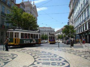 Para iniciar o roteiro em Portugal. Visual a partir do café A Brasileira no Chiado, ao fundo a praça Luis de Camões