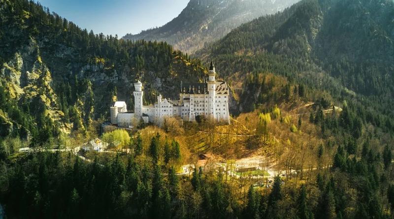 Castelo de Neuschwanstein próximo das cidades de Schwangau e Füssen, na Baviera. Visita imperdível na Rota Romântica da Alemanha